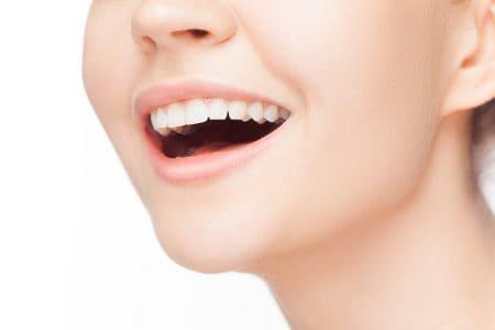 顎が小さいと歯並びは悪くなる?