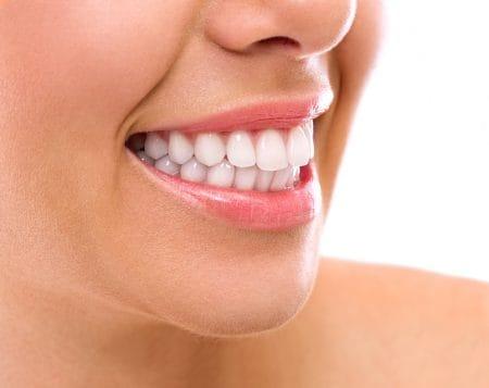 歯並びが悪いとほうれい線ができやすい?