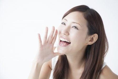 歯と歯の間の隙間が黒いのは虫歯?