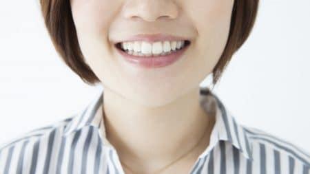 歯茎の色が黒ずむ原因はメラニン?