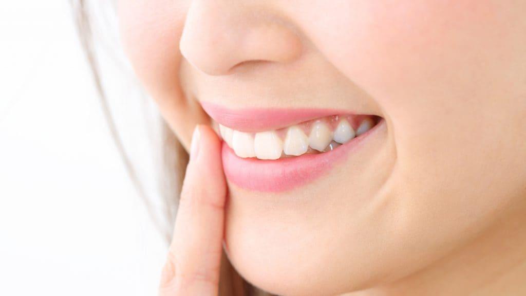 歯科矯正で前歯を下げることはできるの?