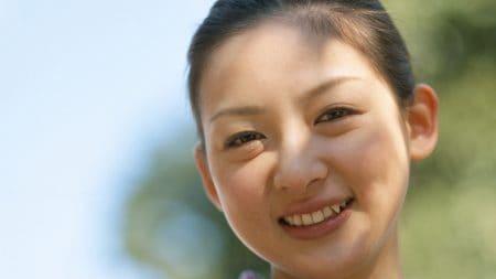 歯茎の変色には二層のセラミッククラウンが良いの?