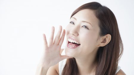 歯列矯正が原因で歯茎が変色するって本当?