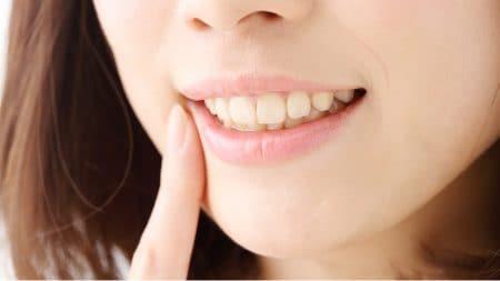 セラミックの施術中、仮歯だと見た目に影響がある?