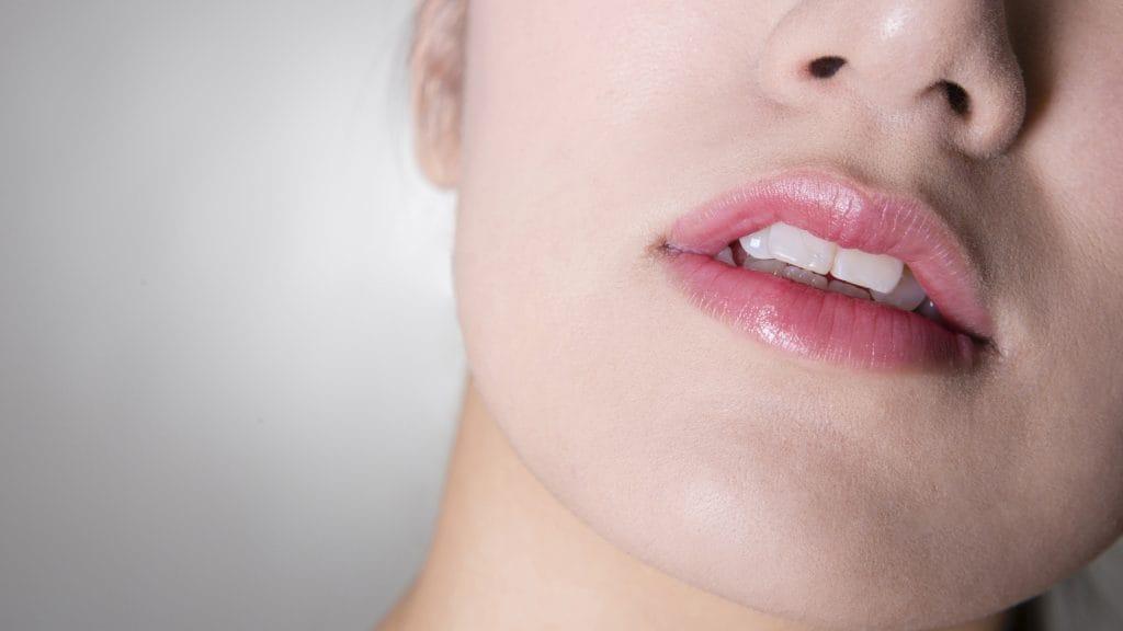 すきっ歯の施術にあるコンポジットレジンって何?