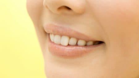 すきっ歯はインプラントで改善できるの?