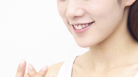 前歯がv字になってしまう原因とは?