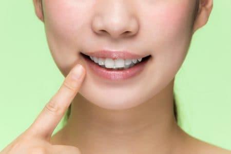 前歯の黒ずみってどうやってケアするの?