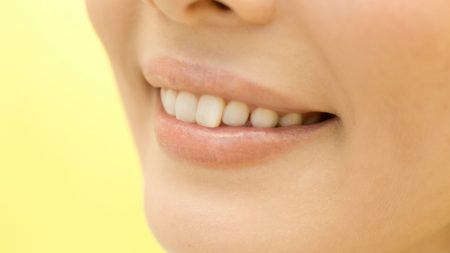 歯茎の色が一部だけ黒ずむのはなぜ?