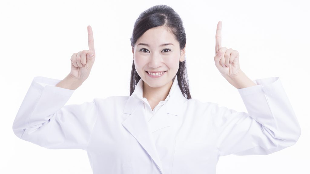 前歯に穴が開いたとき、どんな治療をするの?