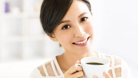 歯の表面や隙間がざらざらする原因とは?