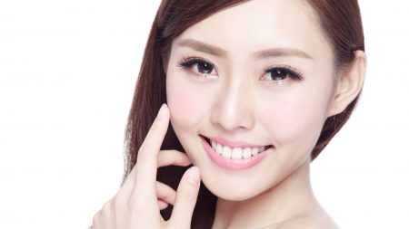 歯と歯の隙間をレジンで治すことは可能?