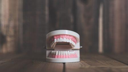 歯の隙間は加齢とともに大きくなっていくって本当?