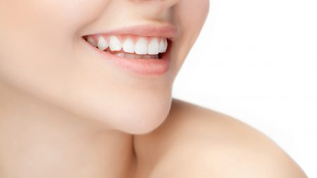 歯に隙間があると口臭の原因になる?