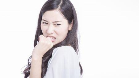 歯の隙間がしみるのは知覚過敏のせい?