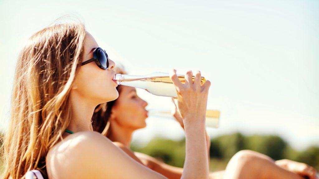 仮歯のときにアルコールを飲んでいけないのはなぜ?