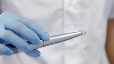 銀歯以外に金属アレルギーでも利用できる詰め物とは?