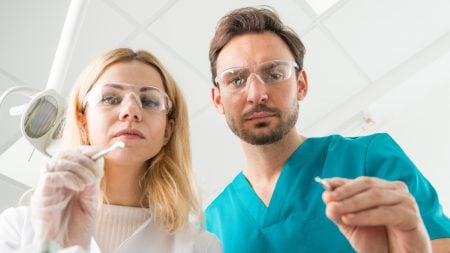 インプラント後には歯間ブラシでのケアが必要?
