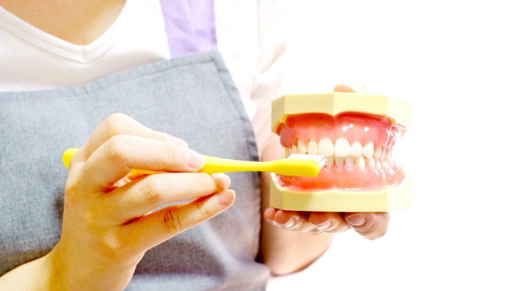 インプラントと入れ歯はどちらが良いのか?