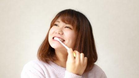 麦茶を飲むと歯の黄ばみの原因になる?