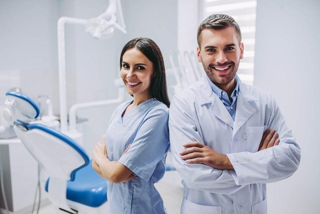 歯科矯正(マウスピース矯正)でインビザラインが人気な理由|費用や期間も紹介