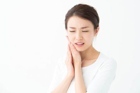歯が痛い(歯痛)時の原因や応急処置方法を紹介 虫歯以外で痛みが出ることもある