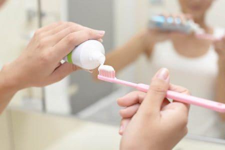 歯の磨きすぎには注意!正しいブラッシング方法をご紹介