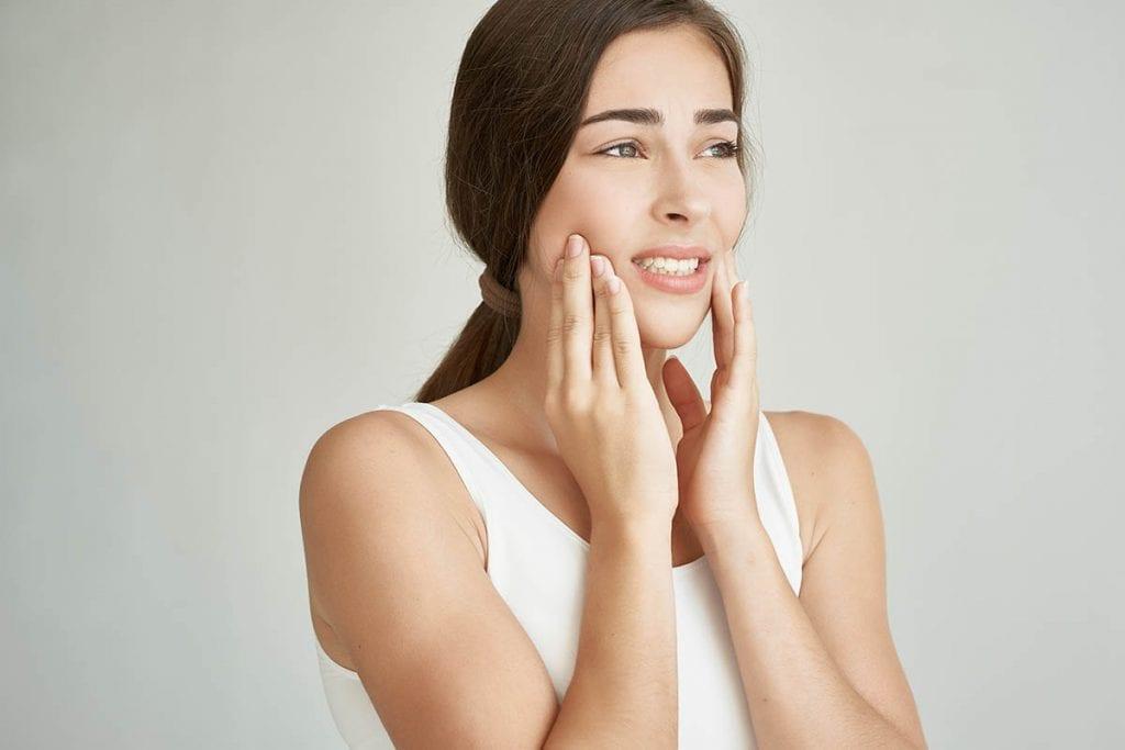 下顎のずれ(顎変形症)は歯列矯正で治せるのか|正しい位置と治し方