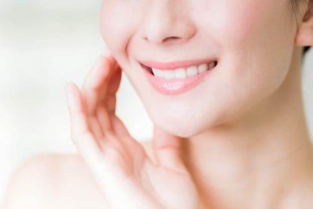 セラミック治療における前歯の仮歯期間は?治療の流れや費用・強度について解説