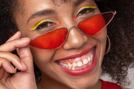 笑うと歯茎が見えるガミースマイルの矯正治療|原因や治す方法について紹介