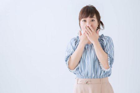 女性に多い印象があるガミースマイルの原因と矯正・治療方法
